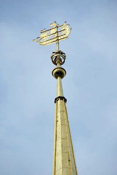 фаллосы что установлено на шпиле петербургского адмиралтейства зона Девочка